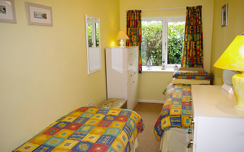 Meadow Barn Cornwall self catering - twin single beds