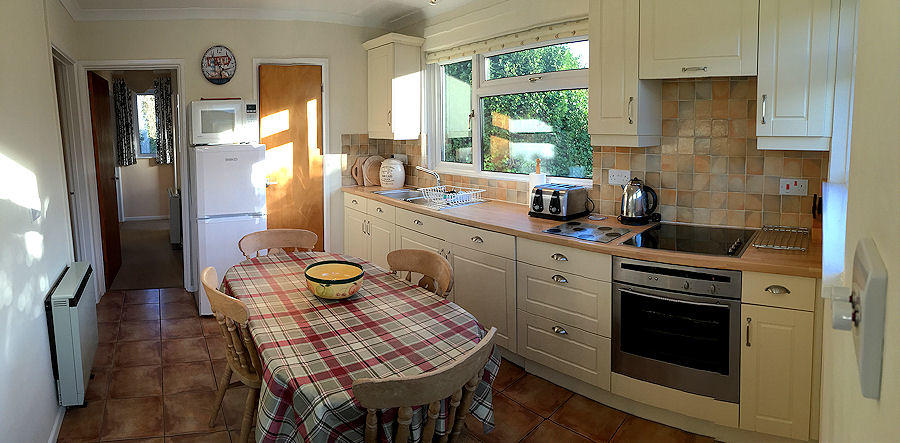Meadow Cottage - kitchen diner - self catering cornwall