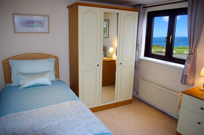 Single Beds Cornwall Cottage - Coverack Cornwall
