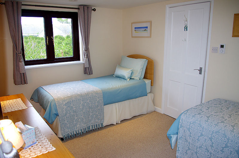 Ocean View Self Catering Cottage in Cornwall - single beds