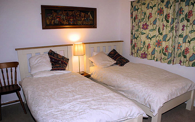 Pindos Cottage - single twin beds - self catering Cornwall