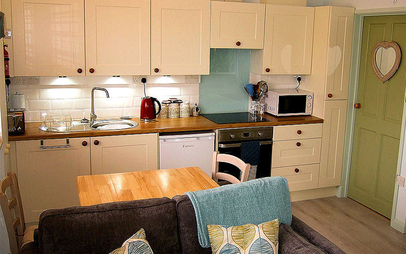 Retreat Cottage - Self Catering Cornwall - Kitchen Diner