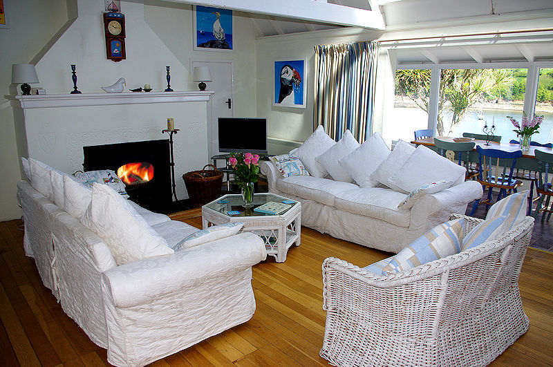 Luxury self catering cornwall - sitting room with views across the creek