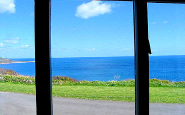 Self catering in Cornwall with sea views