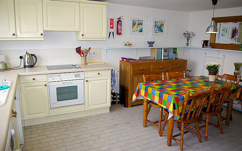 Seaview Cottage - Kitchen / Diner - Self Catering in Cornwall