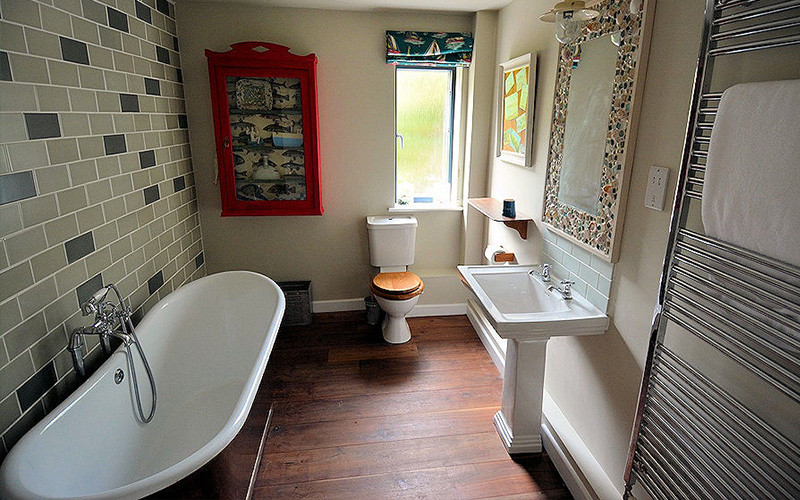 Slopes Cottage bathroom Cornwall