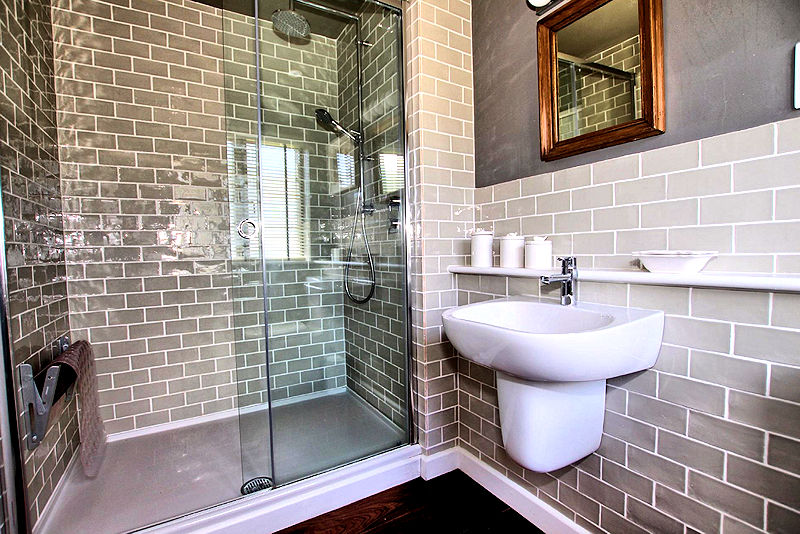 Self Catering Cottage Cornwall - luxury shower room