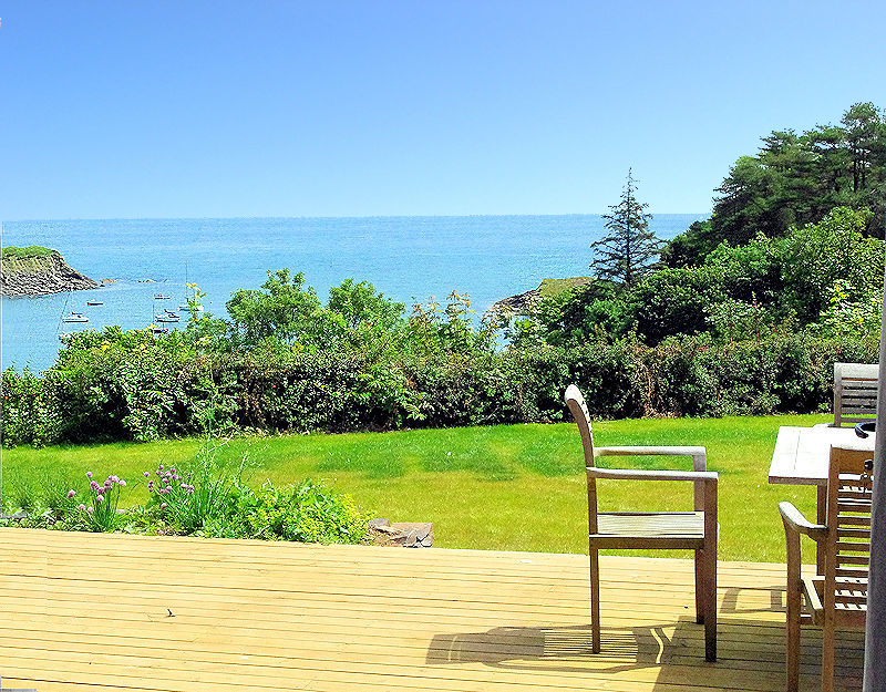 Self Catering Holidays Cornwall - Decking View towards the sea