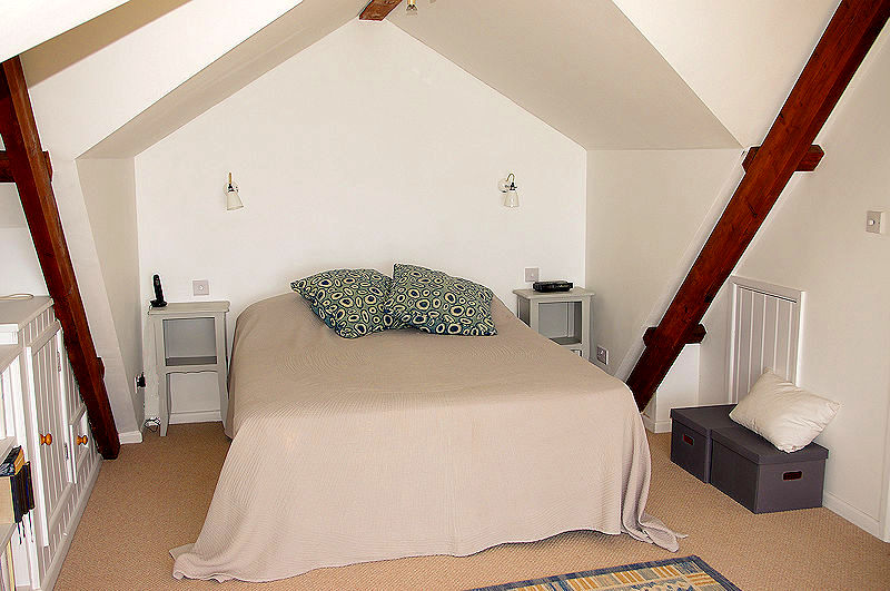 self catering cornwall - attic bedroom