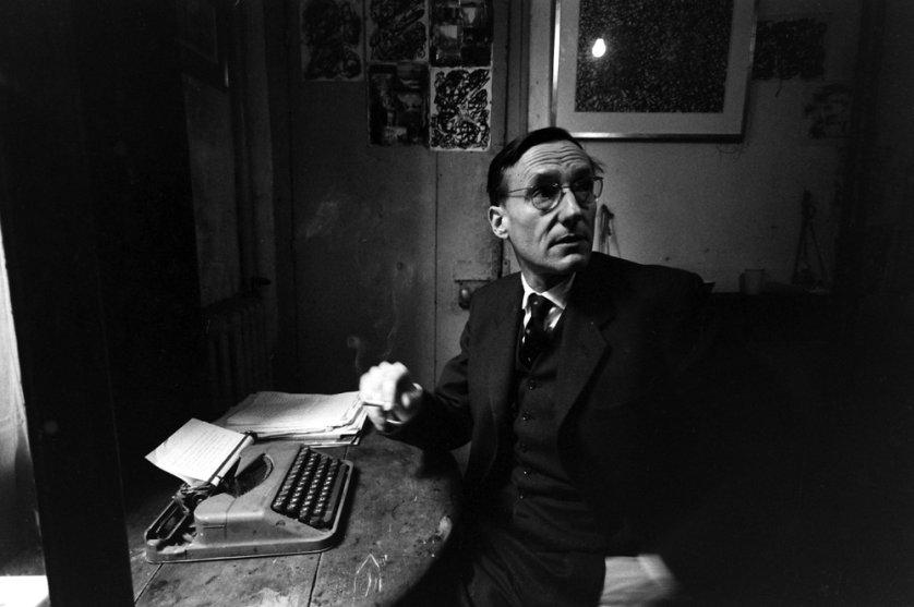William Burroughs alla macchina da scrivere