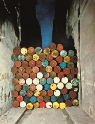 wall-of-oil-barrels-the-iron-curtain-paris-1962