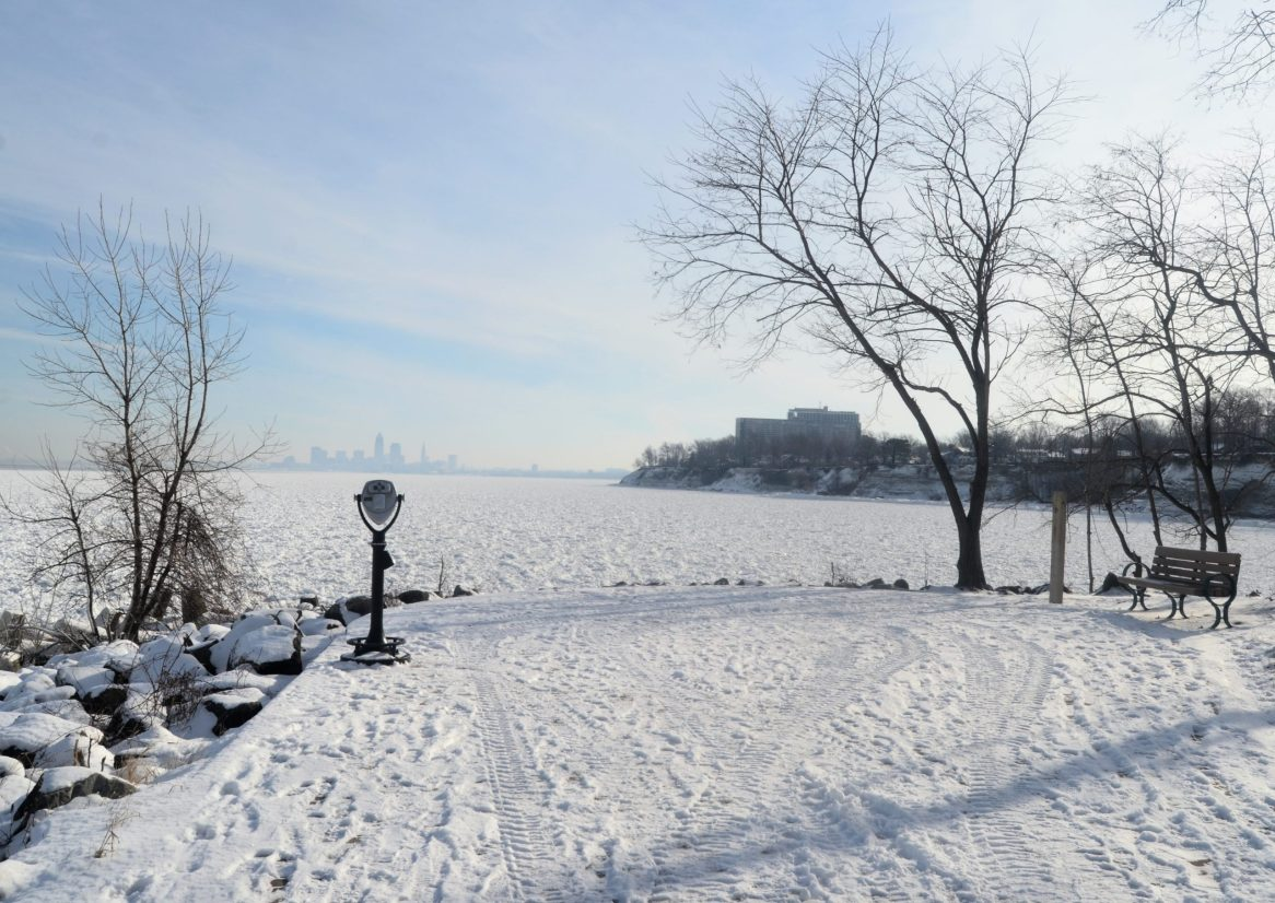 Cleveland,_Ohio_view_from_Lakewood_Park_(8421618126)
