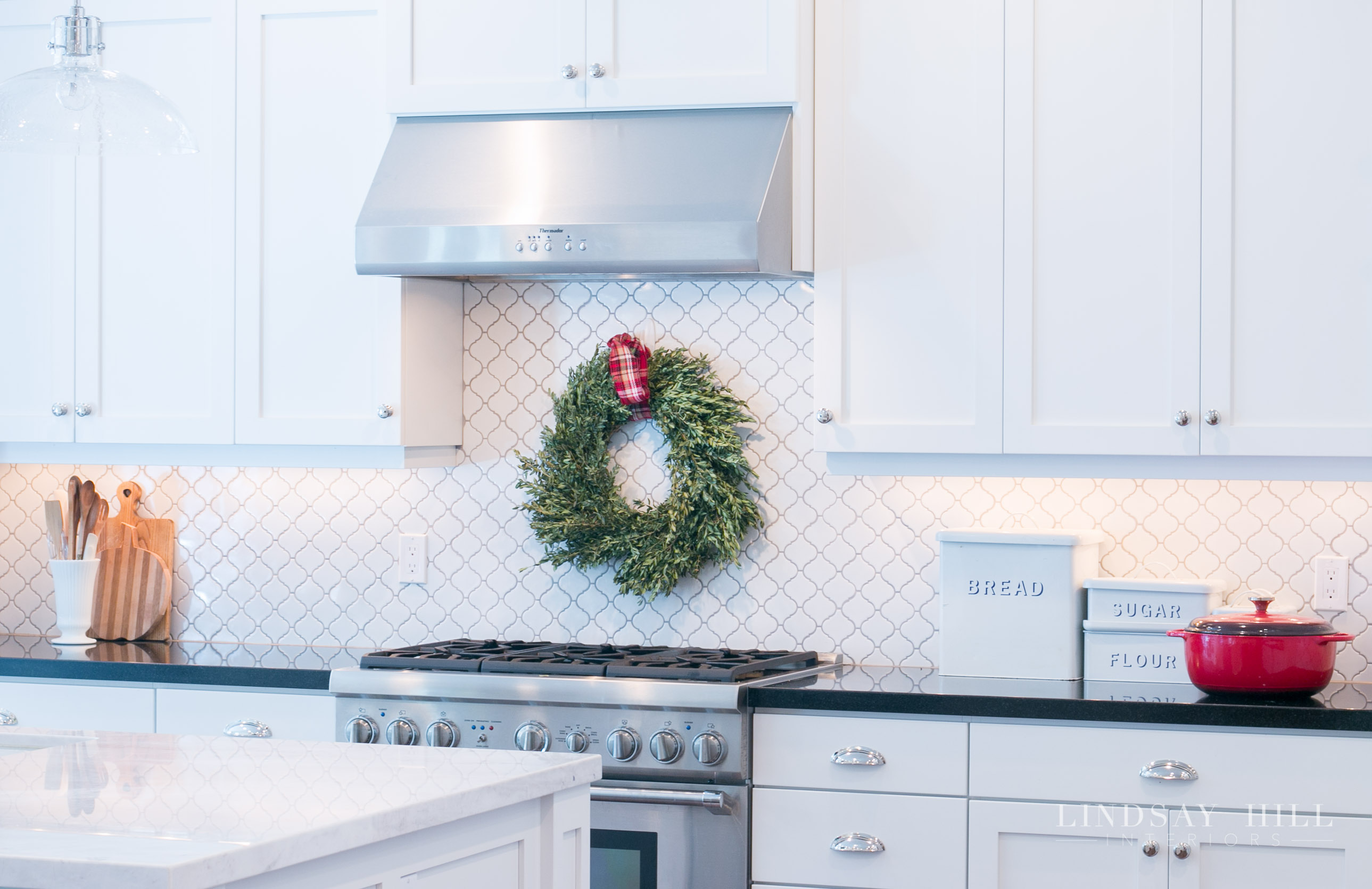 Lindsay Hill Interiors holiday home tour christmas kitchen with wreath