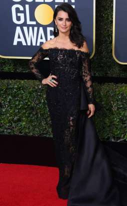 rs_634x1024-180107170705-634-red-carpet-fashion-2018-golden-globe-awards-penelope-cruz