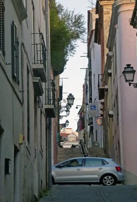 ruelle de Lisbonne avec voiture