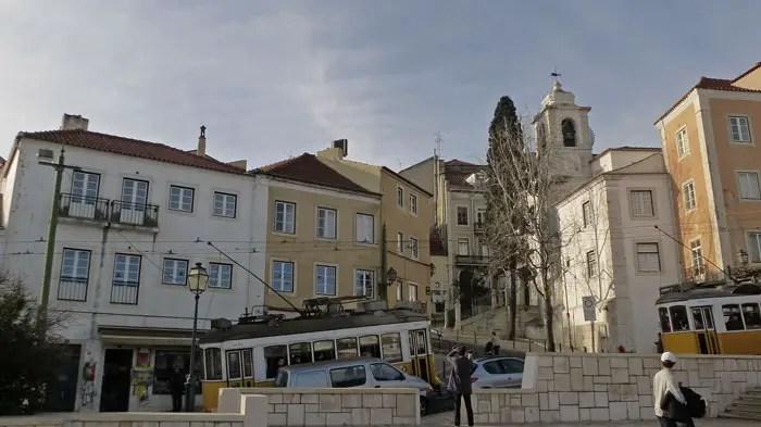Arrêt du E 28 devant Santa Luzia