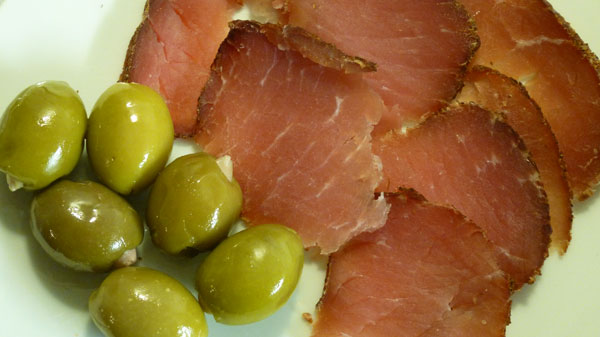 Speck et olives grecques