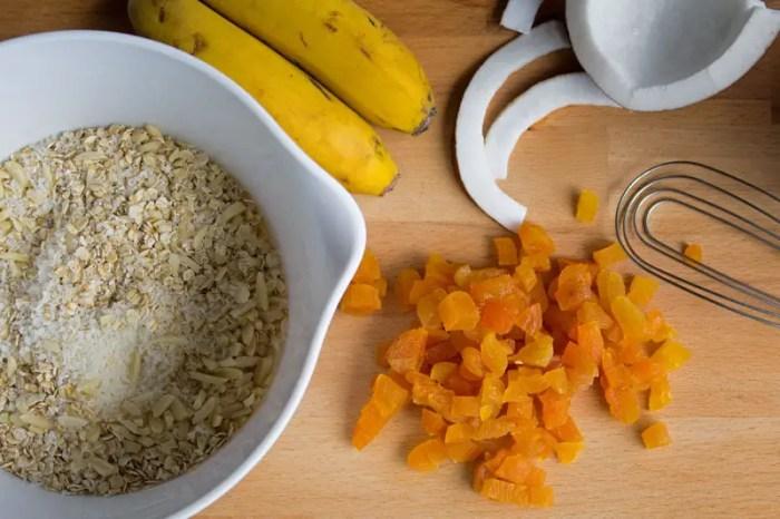 Fruits et flocons pour les biscuits vegan