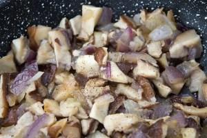 Champignons et oignons poêlés