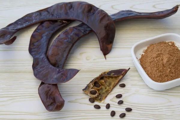 Frutos, sementes e farinha de alfarroba