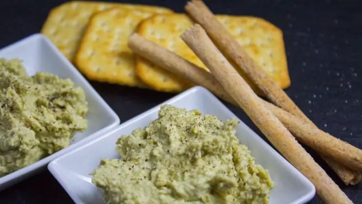 Houmous aux pois cassés, tahini, huile d'olive et cumin