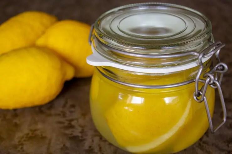 Bocal de citrons confits au sel