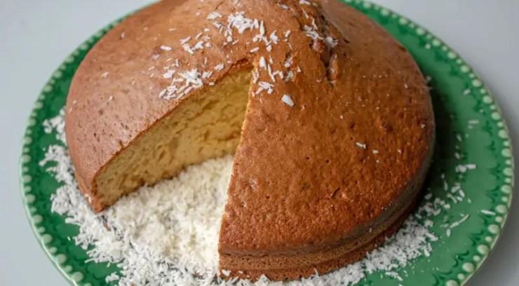 Gâteau moelleux au yaourt et à la noix coco