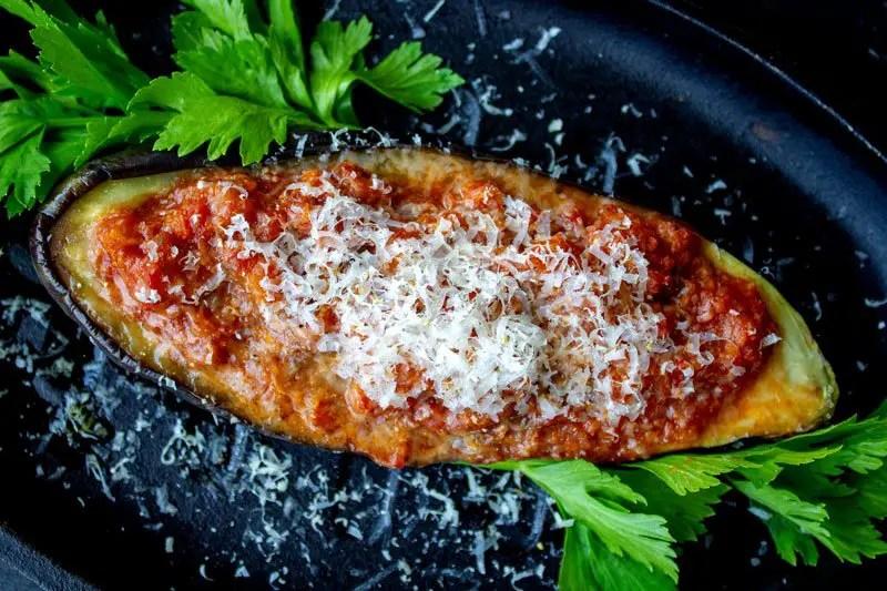 Aubergine farcies aux petits légumes italiens et au parmesan