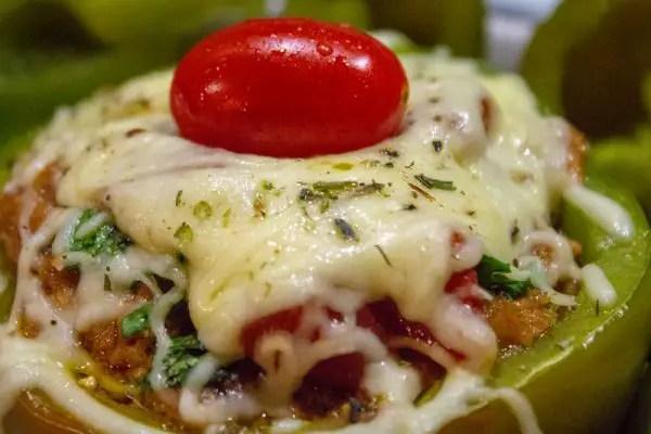 Poivron vert farci viande et tomate