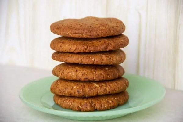 Pile de biscuits au beurre de cacahuètes