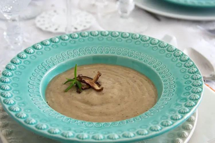 Assiette de velouté de champignons