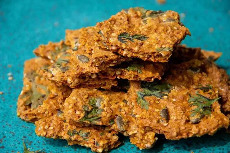 Crackers maison à la carotte et aux graines