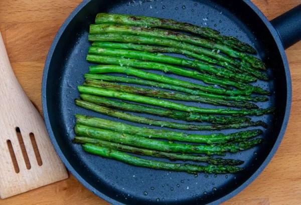 Poêlée d'asperges vertes à l'huile d'olive