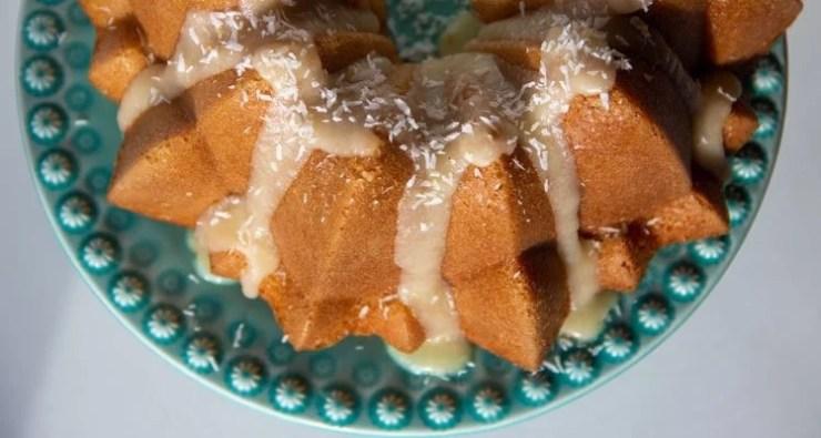 Bundt-cake et glaçage à la noix de coco