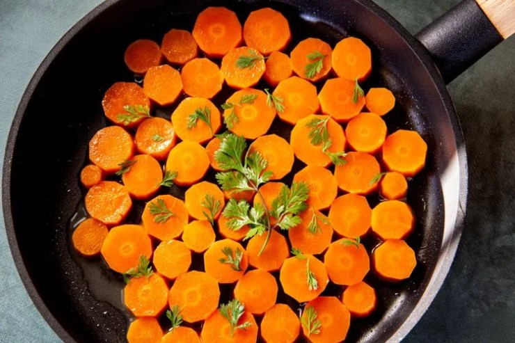 Rondelles de carottes vapeur dans la poêle