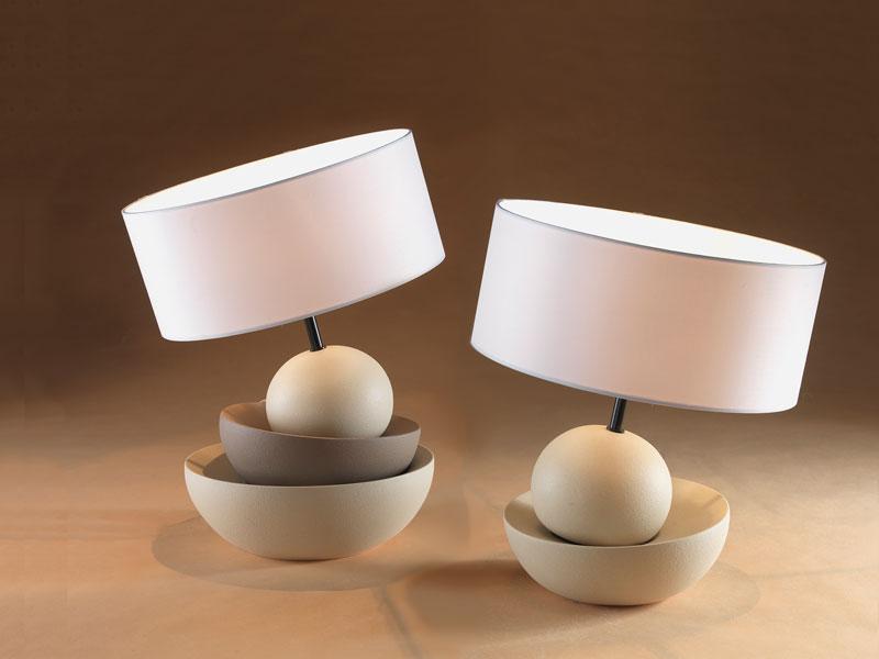 Cerchi lampade da tavolo led moderne o classiche (ad esempio un abat jour) per interni o esterni? Lampade Da Tavolo Moderne E Di Design Dei Brand Piu Famosi