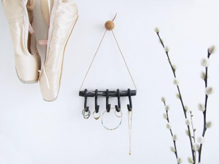 black-grey-white-clay-knob-jewelry-organizer-hanging-diy