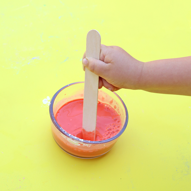 DIY Sidewalk Chalk paint - mix the ingredients - click through for the full recipe and tutorial