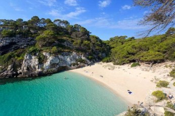 cala-macarelleta-en-menorca-islas-baleares_galeria_principal_size2