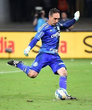 Fernando Prass batendo o pênalti decisivo