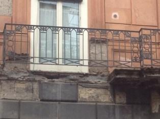 foto articolo crollo balcone