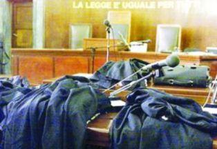 foto articolo tribunali fermi