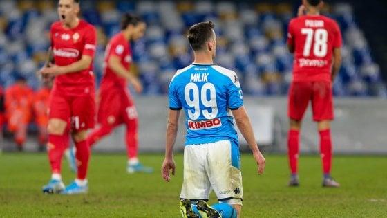 Arkadius Milik è in ginocchio come tutto il Napoli