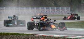F1, GP Imola: sul bagnato vince Verstappen davanti ad Hamilton. Ferrari in crescita