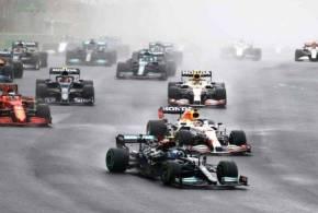 F1, GP Turchia: Vince Bottas davanti a Verstappen. Hamilton insegue