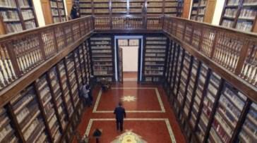 Biblioteca_Girolamini_Napoli-586x327