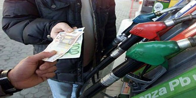Calano i consumi di benzina: serbatoi sempre più vuoti