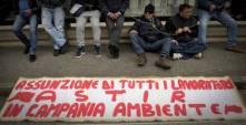 Lavoro: si incatenano davanti tribunale Napoli