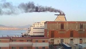 inquinamento-porto-napoli4-660x375