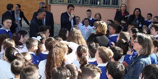 Visita agro-dolce per Matteo Renzi a Napoli